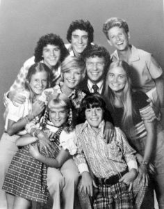 604px-brady_bunch_full_cast_1973